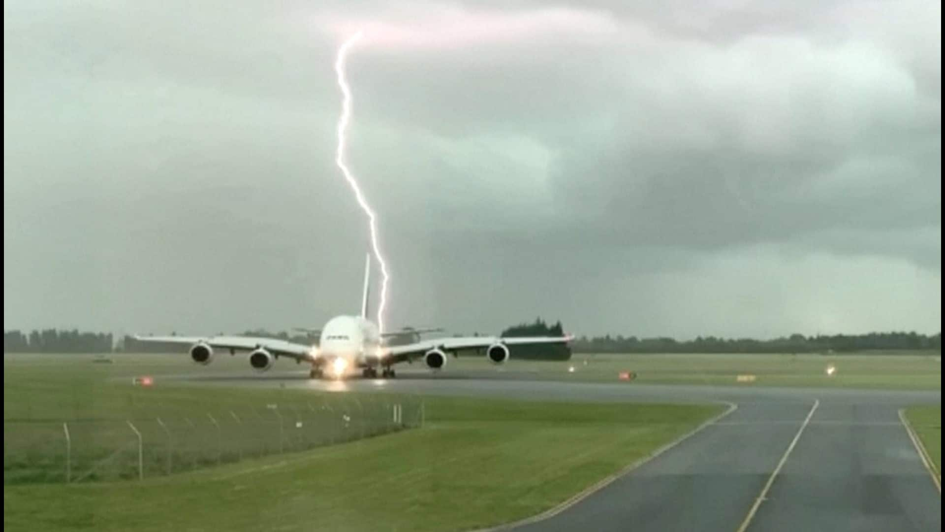 Picture Airbus A380 Lightning strike