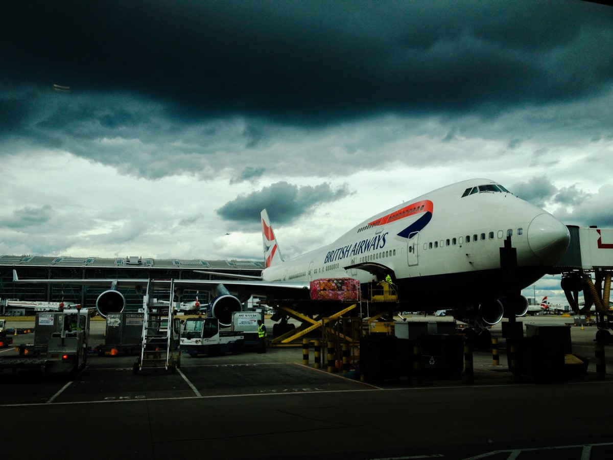 Picture British Airways Boeing 747 during loading