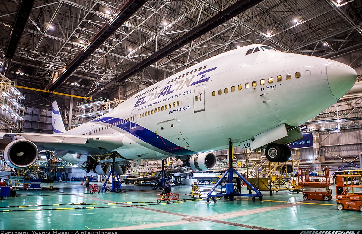 Picture of El Al Boeing 747-400 in hangar