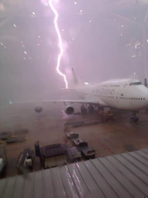Picture of Qantas Boeing 747 lightning strike