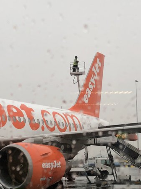 Airbus A320 Easyjet Lightning strike inspection engineer on cherrypicker